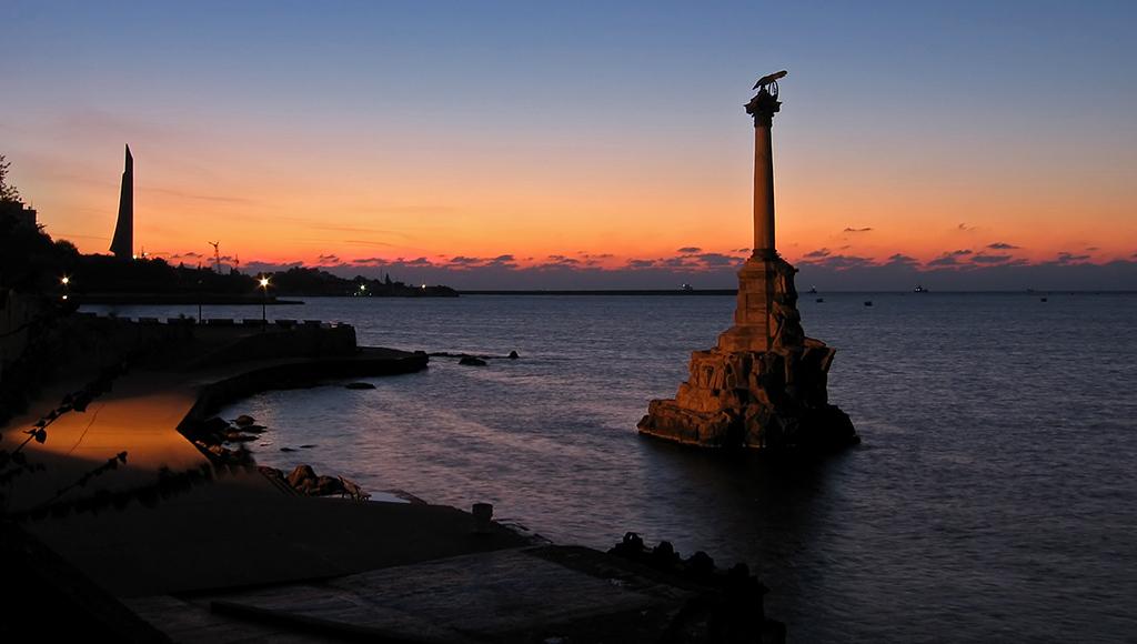 Крым Фото: Памятник затопленным кораблям